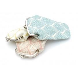 Leaves motifs claspe purse