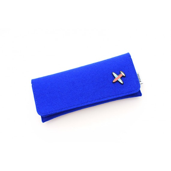 Blue felt kids case with magnetic clasp