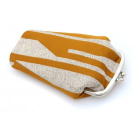 GEOMETRIC PATTERNS CLASPE PURSE